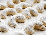 Рецепта Маслени сладки полумесеци с бадемово брашно